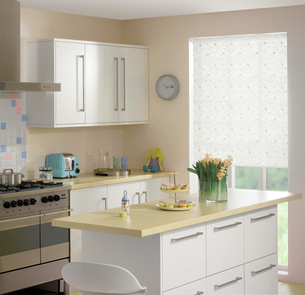 Мы поможем определиться какие рулонные шторы лучше выбрать на кухню